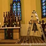 Altar mit Glocke
