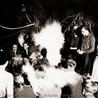 Bauhaus-Sonnenwendfeier an der Kühnauer Badeanstalt, Juni 1927 [(c) Familie Erfurth]